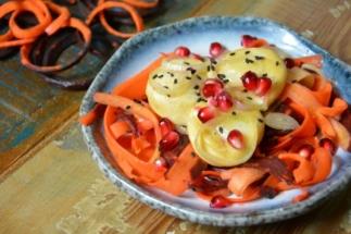 Käse mit Karottensalat